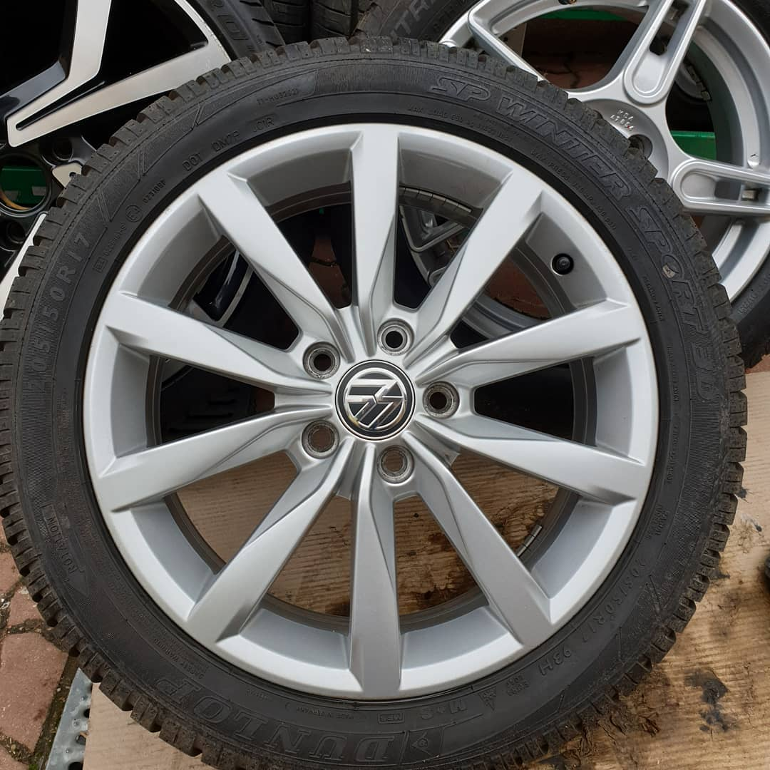 4 jante 205/50/R17 volkswagen Anvelope Dunlop winter sport M+S noi Stare impecabile 5x112