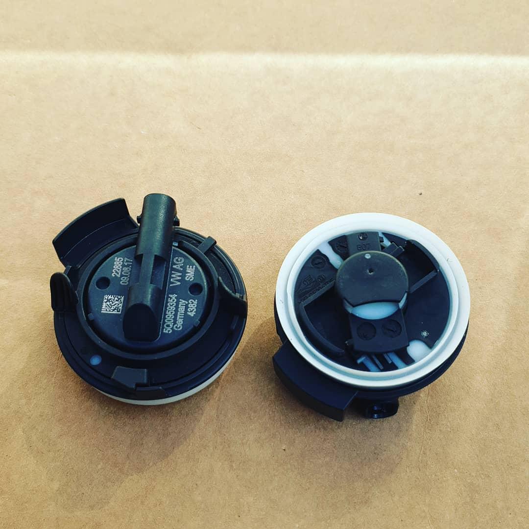 Senzor impact usa fata original ( 5q0959354 ) Golf Sportsvan Audi a3 8v Golf Vll Passat Skoda Superb Tiguan Touran Audi TT Audi Q2 Audi Q5