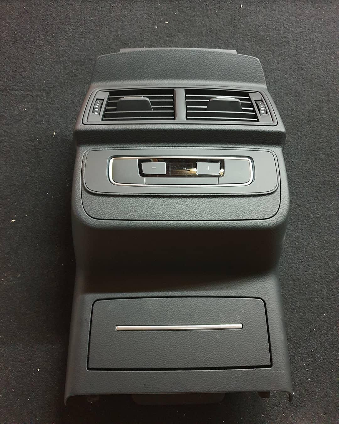 Trim consola spate + guri ventilatie si panou clima Audi Q7 4M