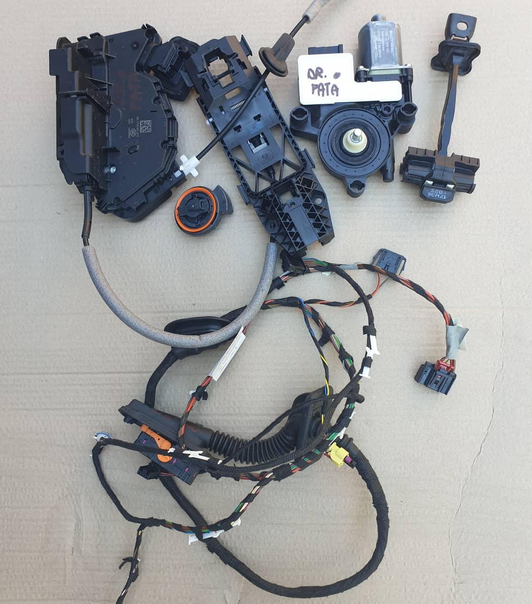 VW Polo Vl Macara geam, motoras geam, senzor impact, balama, instalatie, broasca, incuietoare plastic usa dreapta fata