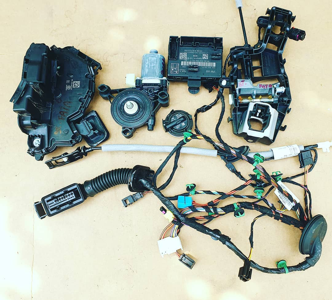 Motoras, modul, senzor impact, broasca, incuietoare, instalatie si maner usa stanga fata VW Touran