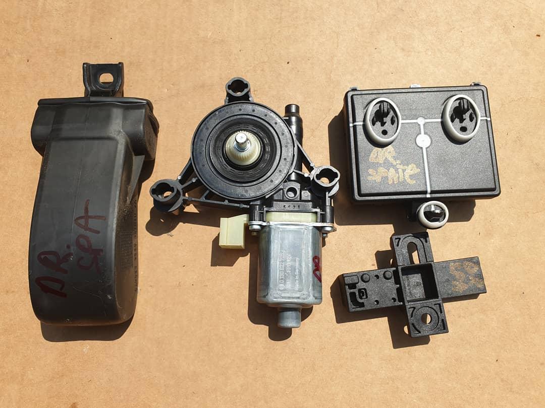 Antena keyless entry, motoras macara, modul si balama usa dreapta spate Audi Q7 4M