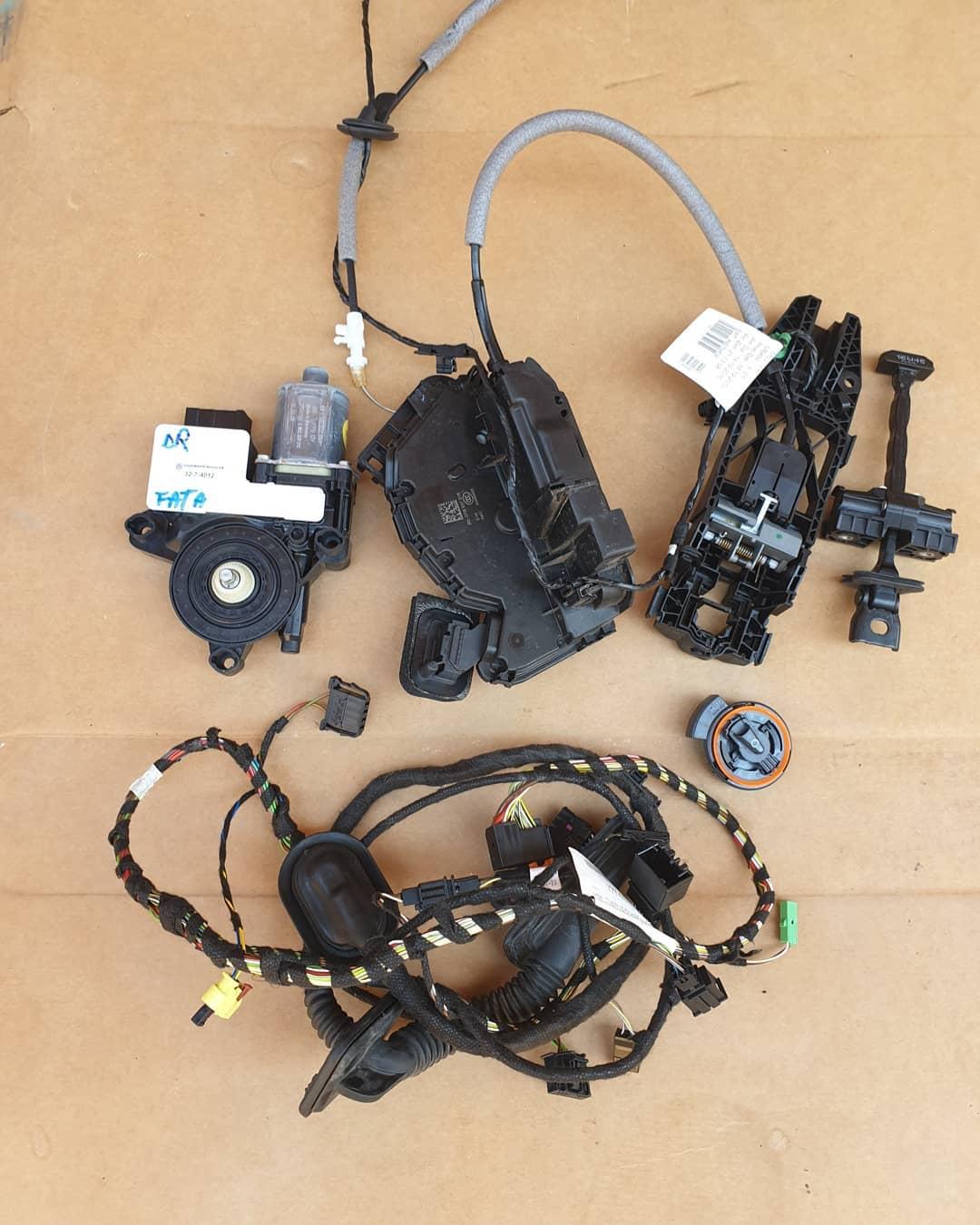 VW Polo Vl Broasca, incuietoare, senzor implact, motoras geam, macara geam, balama, instalatie