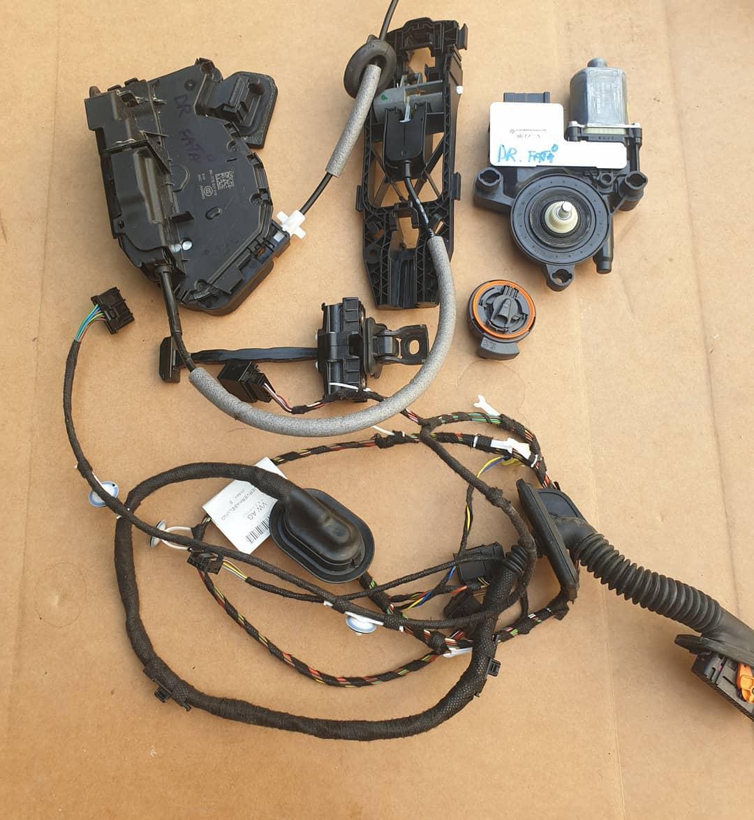 VW Polo Vl Macara geam, instalatie, motoras geam, balama, incuietoare, broasca, senzor impact.