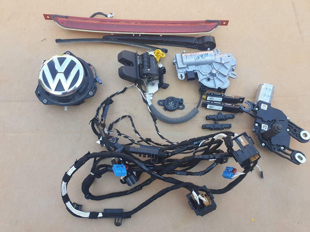 VW T-Roc: Stop frana, camera marsarier, motoras stergator, instalatie, stergator, motoras cu broasca, buzzer senzori parcare, modul antena si filtru frecventa radio hayon