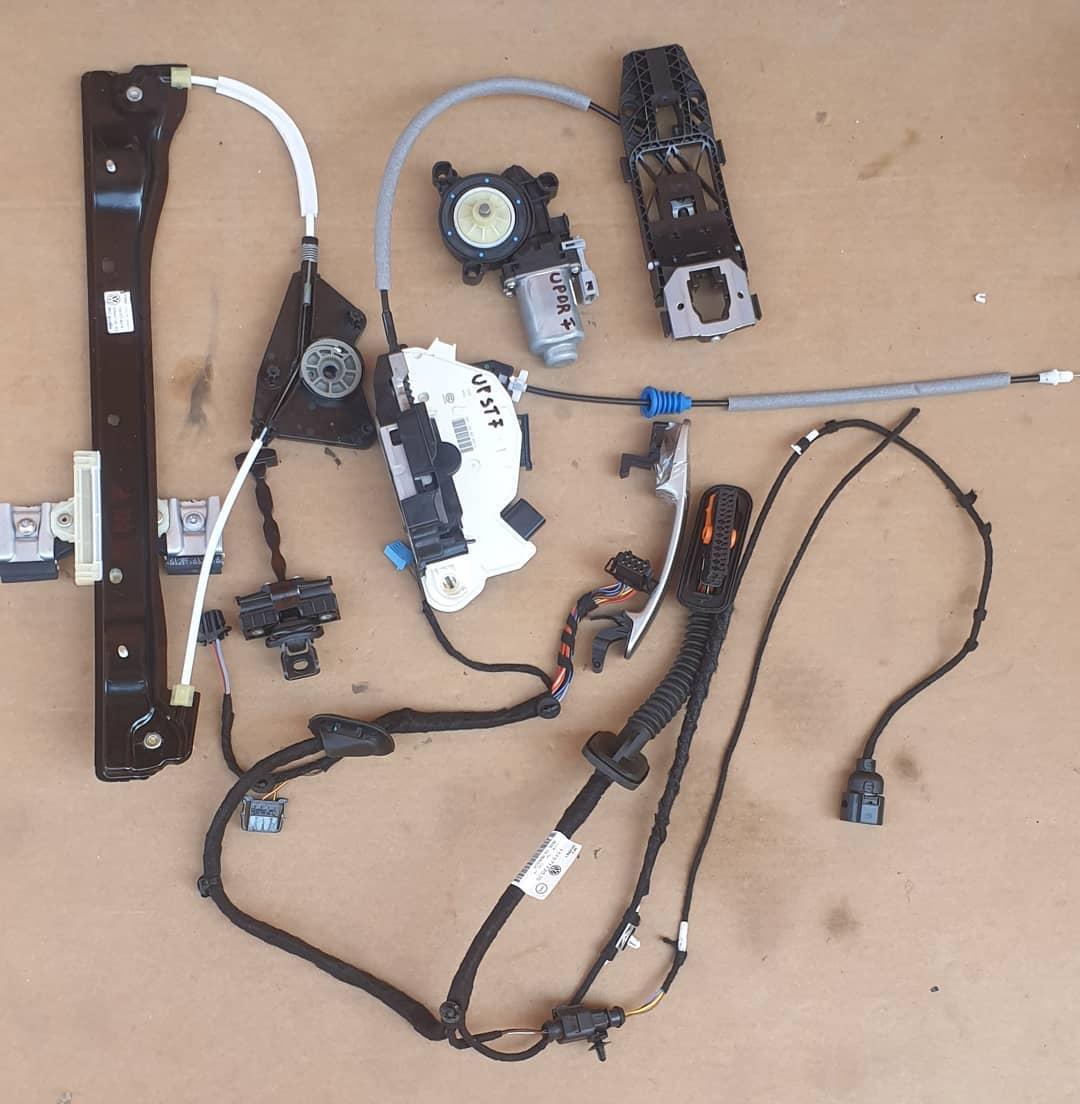 Module , motoras , broasca , balama, instalație electrică și maner usa Fata+ Spate S/D Volkswagen UP