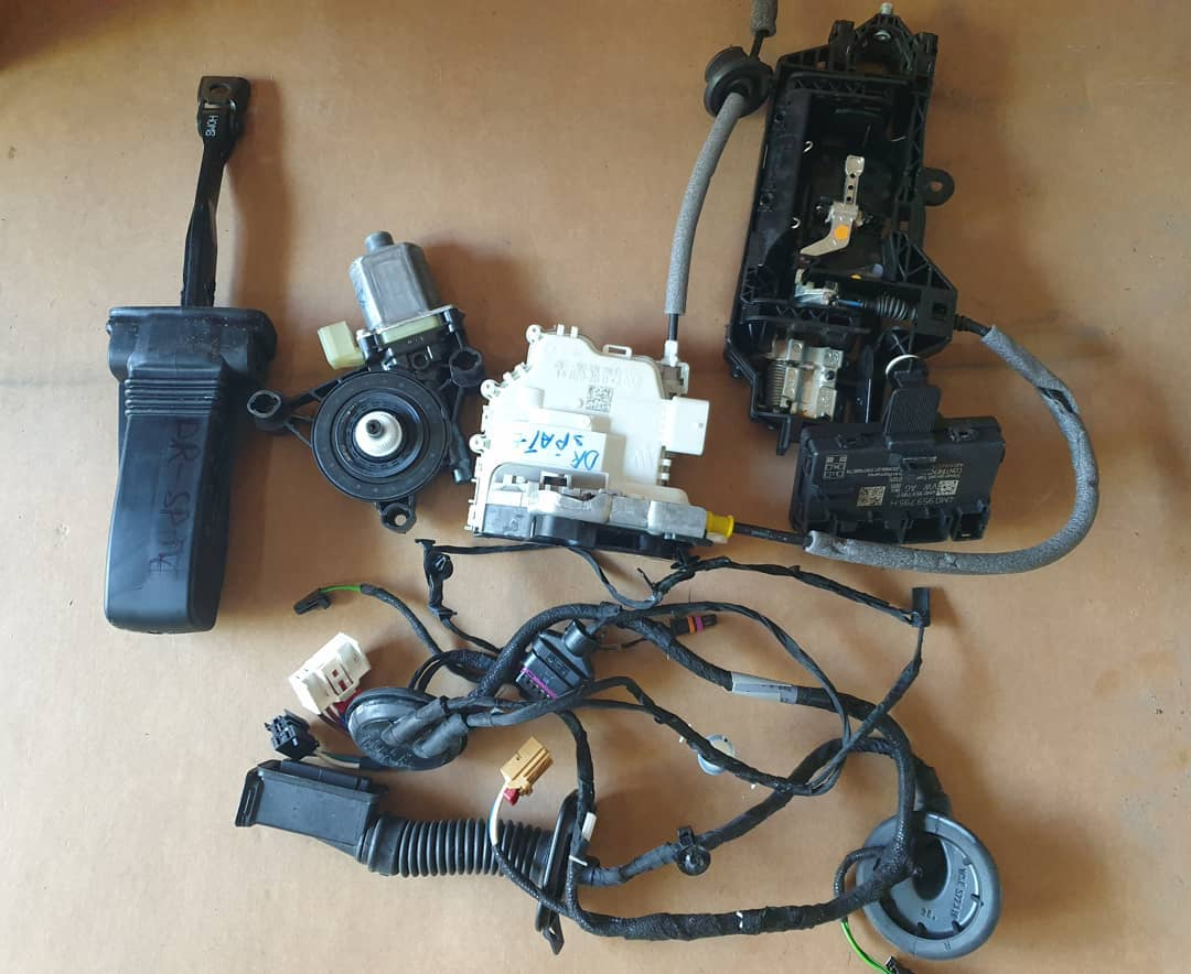 Modul, broasca, incuietoare, motoras, balama macara geam, instalatie si boxa spate dreapta Audi A4 B9