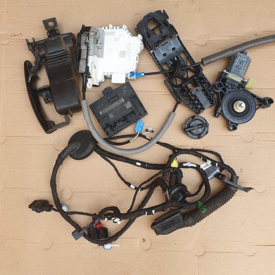 Audi Q2 Macara geam, plastic usa, broasca, incuietoare, maner, balama, instalatie, senzor impact, modul usa dreapta fata
