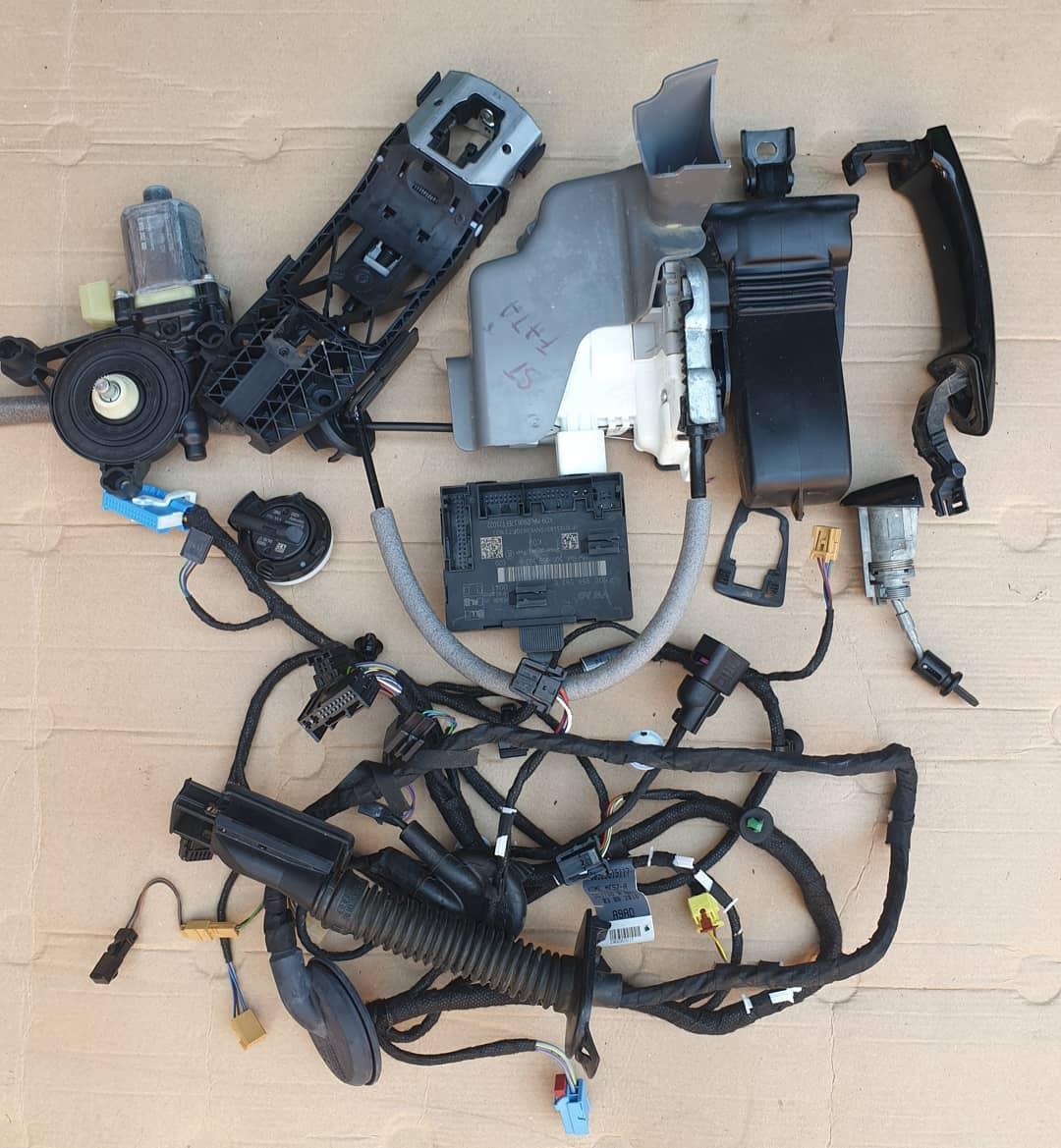 Audi Q2 Macara geam, plastic usa, motoras geam, broasca, incuietoare, modul, senzor impact, balama, instalatie , maner usa stanga fata !
