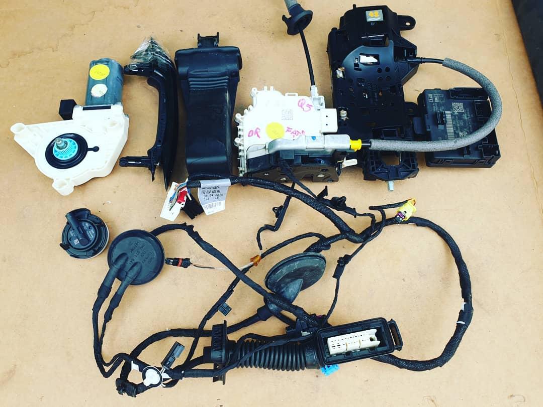 Modul, motoras, senzor impact, balama, incuietoare, broasca, instalatie si maner usa dreapta fata Audi Q5 FY