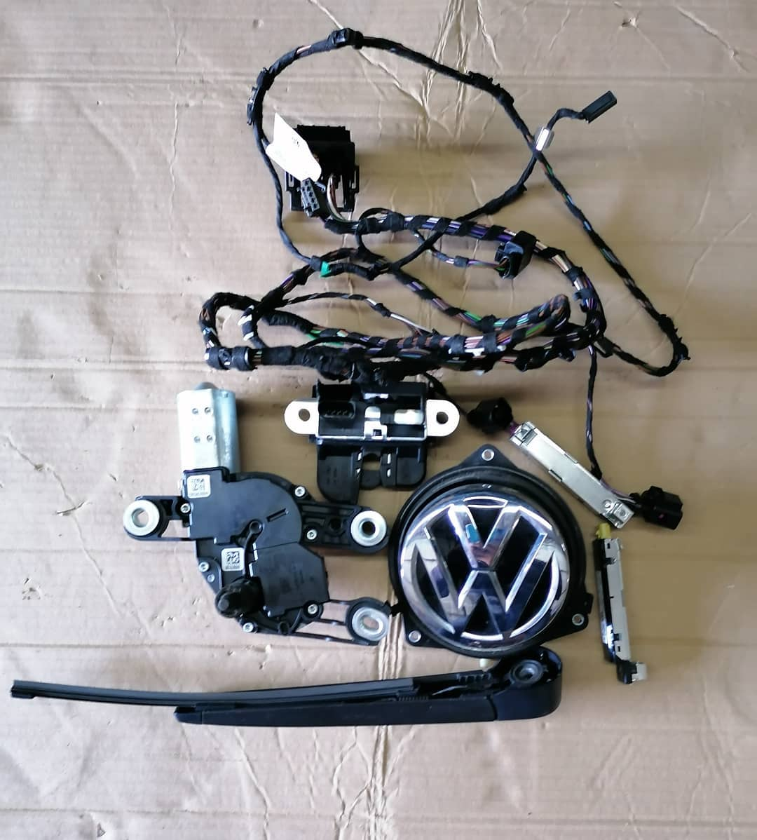 VW Golf Vll Hatchbak 2017 Mecanism hayon Deschidere cu emblema, stergator, motoras stergator, broasca, amplificatot antena si instalatie