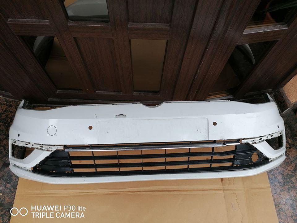 VW Golf Vll facelift Bara fata cu grila si 4 gauri senzori parcare