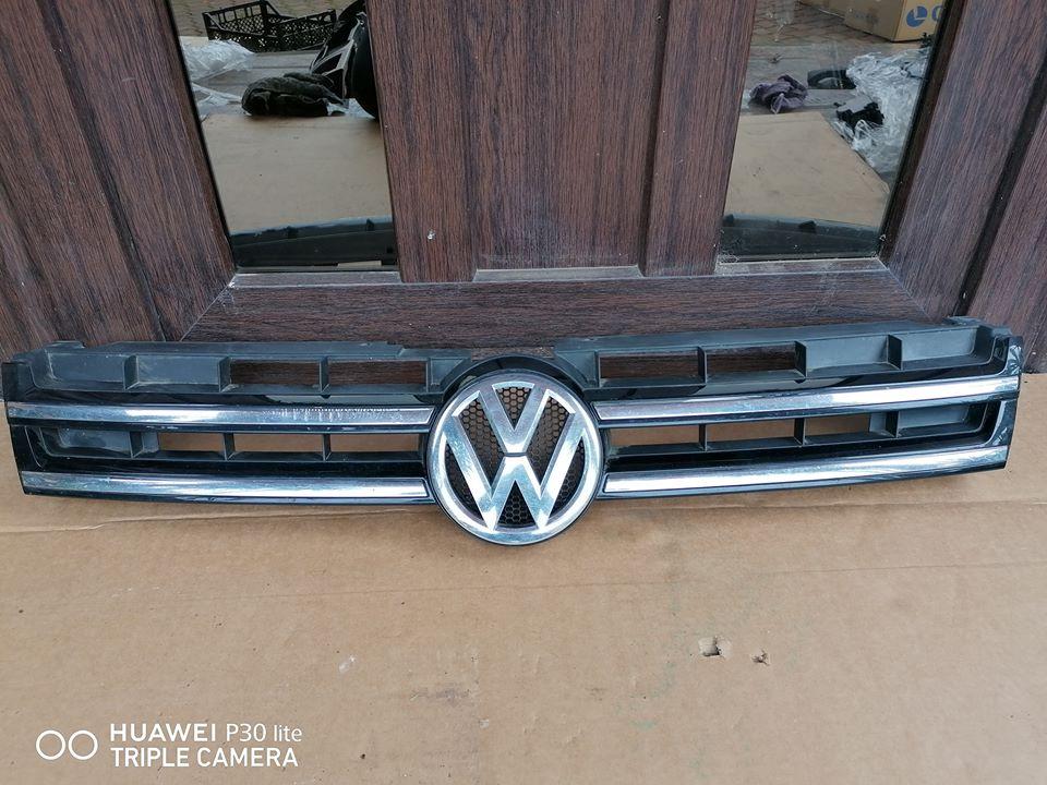 VW Touareg 7P Grila cu emblema bara fata